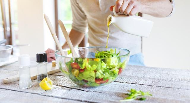 Foto Aprende a preparar una ensalada completa y sana