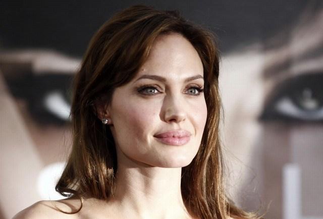 Foto Los labios carnosos y naturales de Angelina Jolie