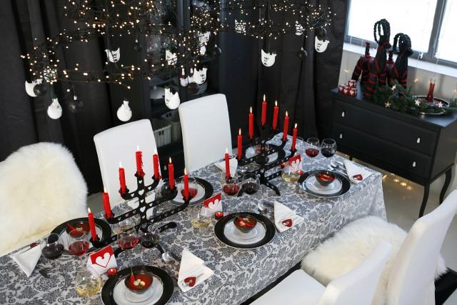 Foto Decoración navideña en rojo y negro