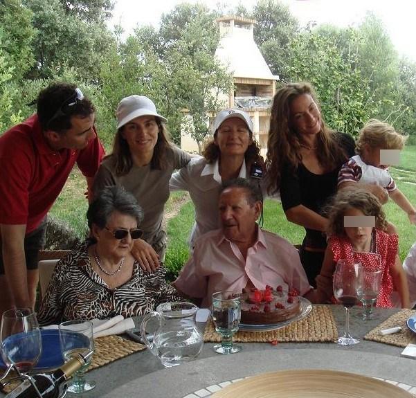 Foto La princesa Letizia y el príncipe Felipe con los abuelos maternos, la madre y hermana de Doña Letizia